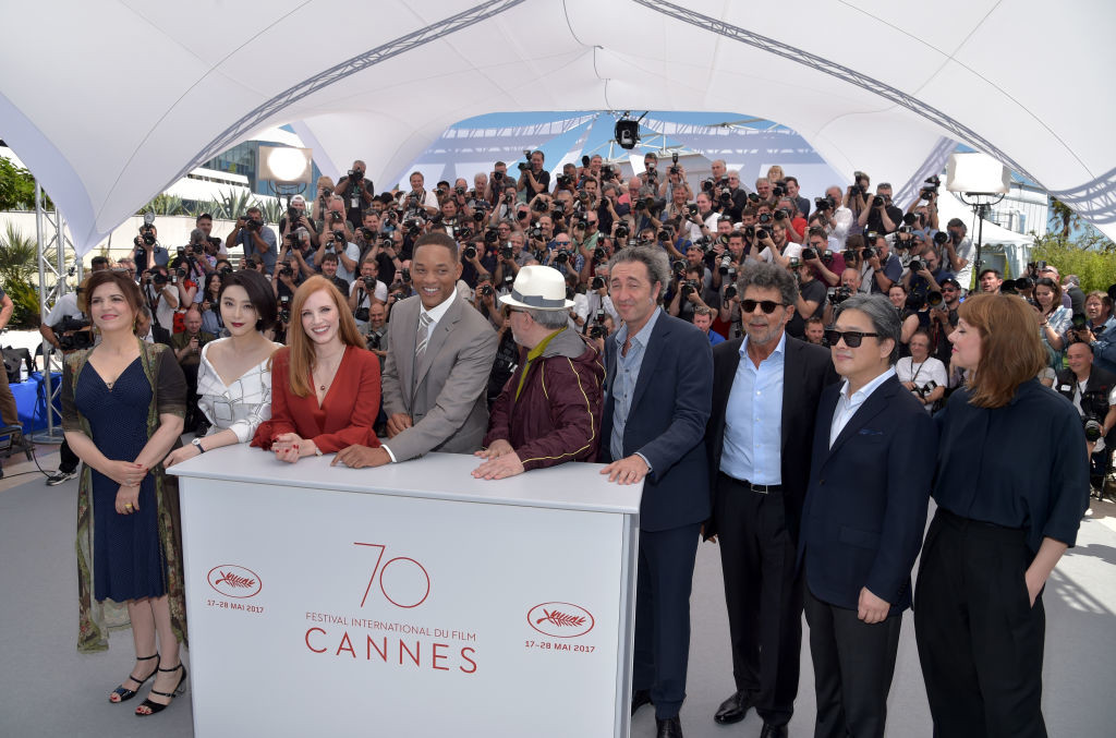 . CANNES, FRANCE - MAY 17:  (L-R)  Jury members Agnes Jaoui, Fan Bingbing, Jessica Chastain, and Will Smith, President of the jury Pedro Almodovar, and jury members Paolo Sorrentino, Gabriel Yared, Park Chan-wook, and Maren Ade attend the Jury photocall during the 70th annual Cannes Film Festival at Palais des Festivals on May 17, 2017 in Cannes, France.  (Photo by Pascal Le Segretain/Getty Images)