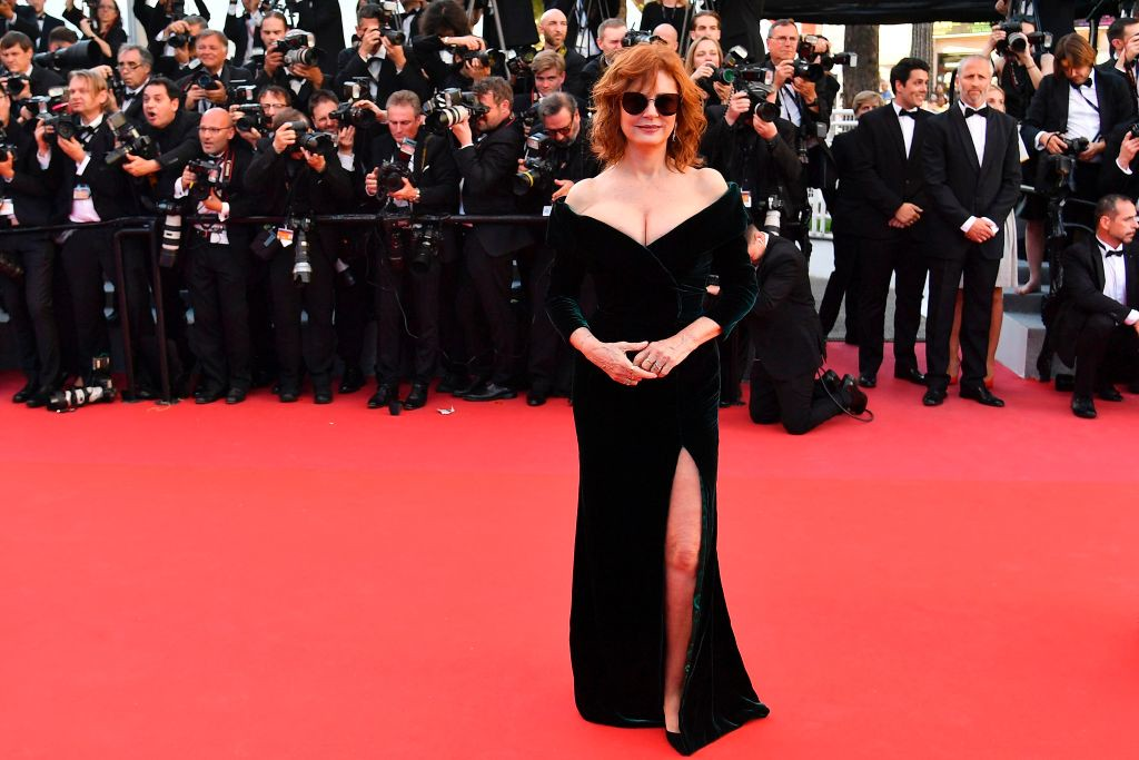 . US actress Susan Sarandon poses as she arrives on May 17, 2017 for the screening of the film \'Ismael\'s Ghosts\' (Les Fantomes d\'Ismael) during the opening ceremony of the 70th edition of the Cannes Film Festival in Cannes, southern France.  (ALBERTO PIZZOLI/AFP/Getty Images)