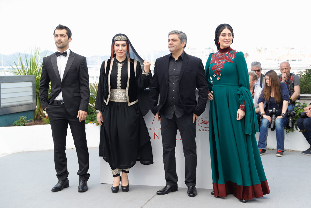 ". CANNES, FRANCE - MAY 19:  (R-L) Actress Soudabeh Beizaee, director Mohammad Rasoulof, actors Nasim Adabi and Mohammad Akhlaghirad attend ""Lerd (Un Homme Integre)\"" Photocall during the 70th annual Cannes Film Festival at Palais des Festivals on May 19, 2017 in Cannes, France.  (Photo by Andreas Rentz/Getty Images)"