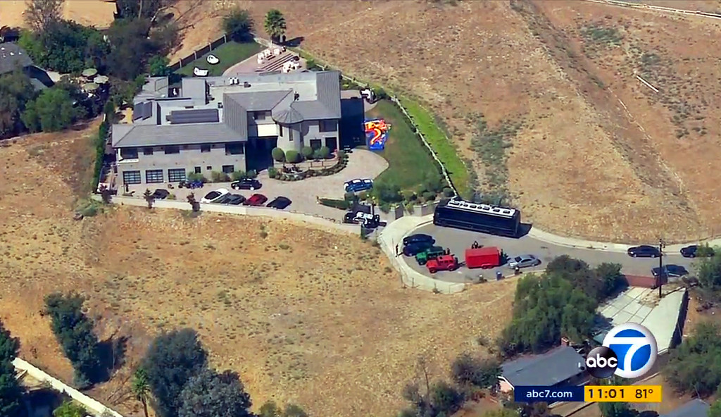 . This image from aerial video provided by KABC-TV shows the home of entertainer Chris Brown with a police vehicle outside, in the Tarzana area of Los Angeles Tuesday, Aug. 30, 32016. Authorities waited for a search warrant outside Brown\'s Los Angeles home Tuesday after a getting a woman\'s call for help, officials said. Inside, the entertainer, who has a history of legal problems, posted videos to social media declaring his innocence. (KABC-TV via AP)