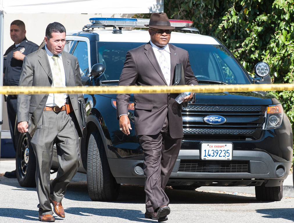 . Detectives leave entertainer Chris Brown\'s home at the 5000 block Corbin Ave in Tarzana CA on Tuesday, August 30, 2016. (Photo by ED CRISOSTOMO, STAFF PHOTOGRAPHER)