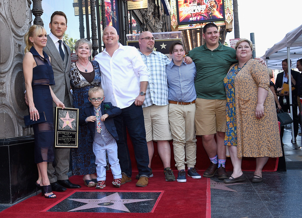. HOLLYWOOD, CA - APRIL 21: (L-R) Actors Anna Faris, Chris Pratt and guests at Chris Pratt Honored With Star On The Hollywood Walk Of Fame on April 21, 2017 in Hollywood, California.  (Photo by Kevork Djansezian/Getty Images)