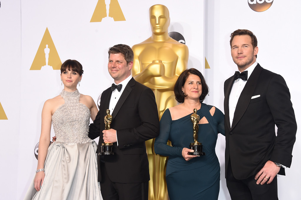 . HOLLYWOOD, CA - FEBRUARY 22:  (L-R) Actress Felicity Jones, Adam Stockhausen, Anna Pinnock, winners of the Best Production Design Award for \'The Grand Budapest Hotel\', and presentor Chris Pratt pose  in the press room during the 87th Annual Academy Awards at Loews Hollywood Hotel on February 22, 2015 in Hollywood, California.  (Photo by Jason Merritt/Getty Images)