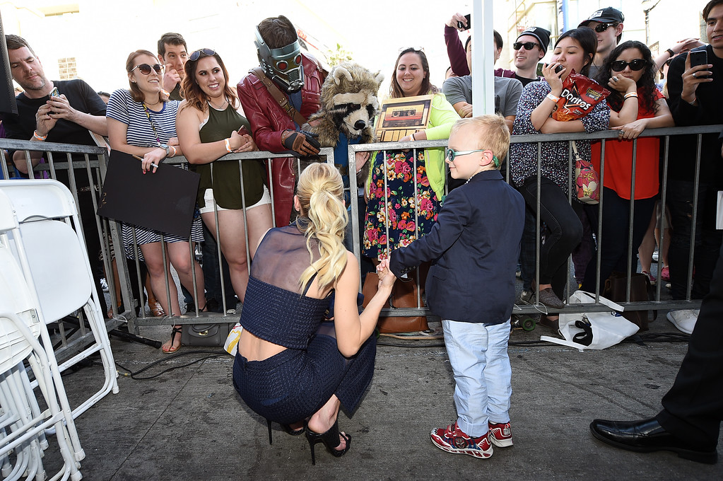 . HOLLYWOOD, CA - APRIL 21:  Actor Anna Faris and son Jack Pratt attend the Hollywood Walk Of Fame event honoring Chris Pratt with a star on April 21, 2017 in Hollywood, California.  (Photo by Kevork Djansezian/Getty Images)