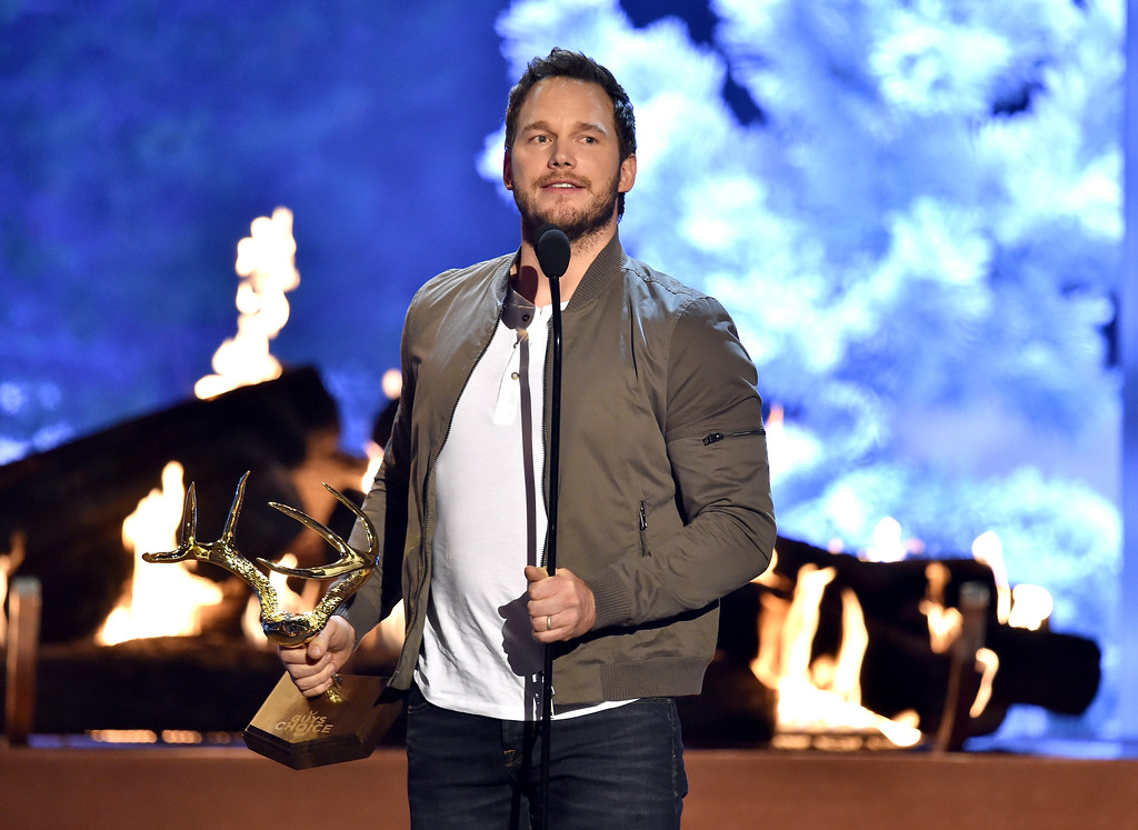 . CULVER CITY, CA - JUNE 06:  Actor Chris Pratt accepts the Guy of the Year award onstage during Spike TV\'s Guys Choice 2015 at Sony Pictures Studios on June 6, 2015 in Culver City, California.  (Photo by Kevin Winter/Getty Images for Spike TV)