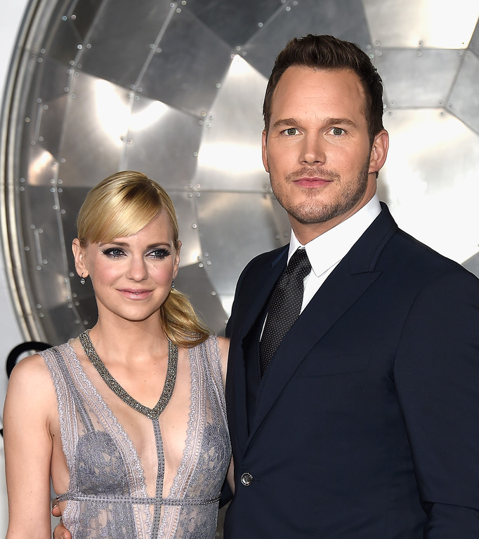 ". WESTWOOD, CA - DECEMBER 14:  Actors Anna Faris (L) and Chris Pratt attend the premiere of Columbia Pictures\' ""Passengers\"" at Regency Village Theatre on December 14, 2016 in Westwood, California.  (Photo by Matt Winkelmeyer/Getty Images)"