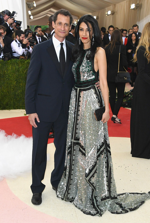 ". NEW YORK, NY - MAY 02:  Anthony Weiner (L)and Huma Abedin attend the ""Manus x Machina: Fashion In An Age Of Technology\"" Costume Institute Gala at Metropolitan Museum of Art on May 2, 2016 in New York City.  (Photo by Larry Busacca/Getty Images)"