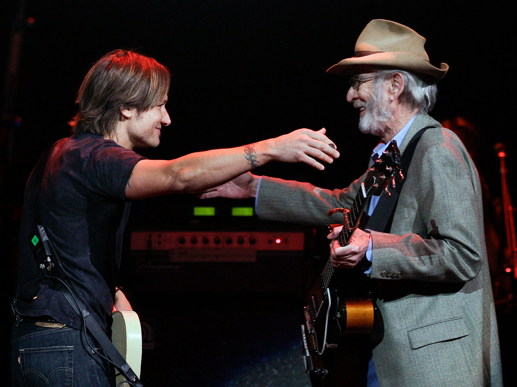 . Keith Urban, left, hugs Country Music Hall of Fame member Don Williams as Williams takes the stage to perform during the All for the Hall concert on Tuesday, April 10, 2012, in Nashville, Tenn.  (AP Photo/Mark Humphrey)