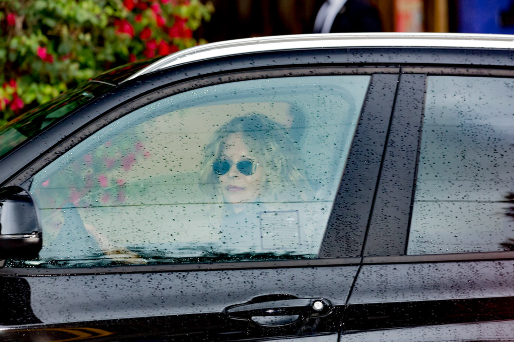 . BEVERLY HILLS, CA - JANUARY 05:   Actress Meg Ryan arrives for a private memorial at the former residence of actress Carrie Fisher January 5, 2017 in Beverly Hills, California.  Fisher, 60, died December 27, 2016 after suffering a medical emergency onboard a flight from London to Los Angeles December 23.  Debbie Reynolds, Fisher\'s mother, died December 28, 2016 of an apparent stroke.  It has been reported that a joint funeral service will be held at Forest Lawn Memorial Park in the coming days.  (Photo by Greg Doherty/Getty Images)