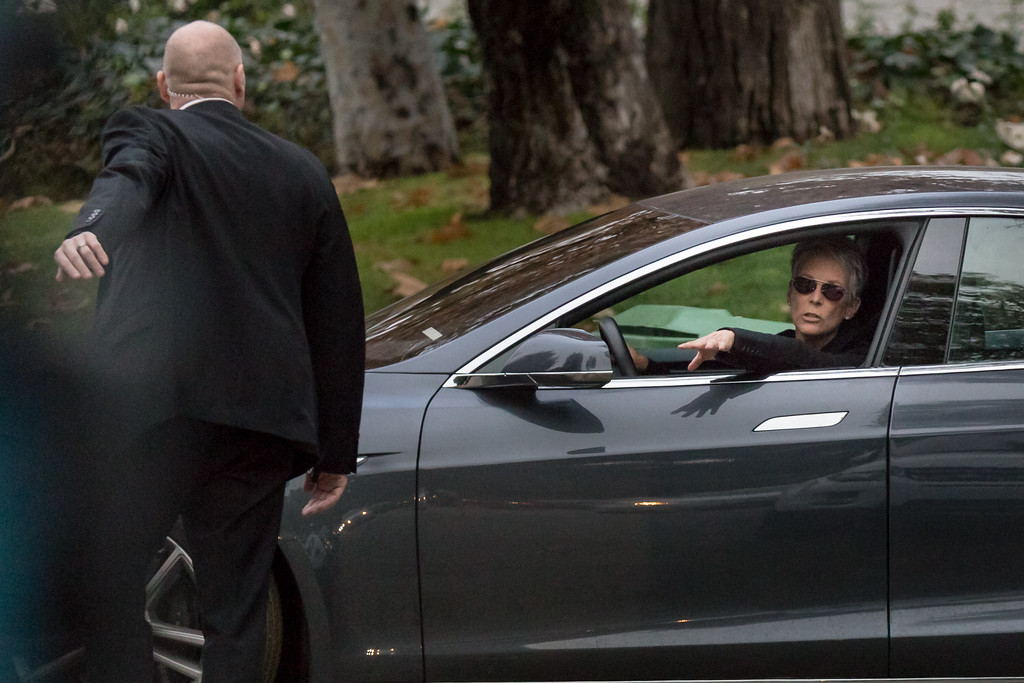. BEVERLY HILLS, CA - JANUARY 05: Actress Jamie Lee Curtis leaves the private memorial at the former residence of actress Carrie Fisher January 5, 2017 in Beverly Hills, California.  Fisher, 60, died December 27, 2016 after suffering a medical emergency onboard a flight from London to Los Angeles December 23.  Debbie Reynolds, Fisher\'s mother, died December 28, 2016 of an apparent stroke.  It has been reported that a joint funeral service will be held at Forest Lawn Memorial Park in the coming days.  (Photo by Greg Doherty/Getty Images)