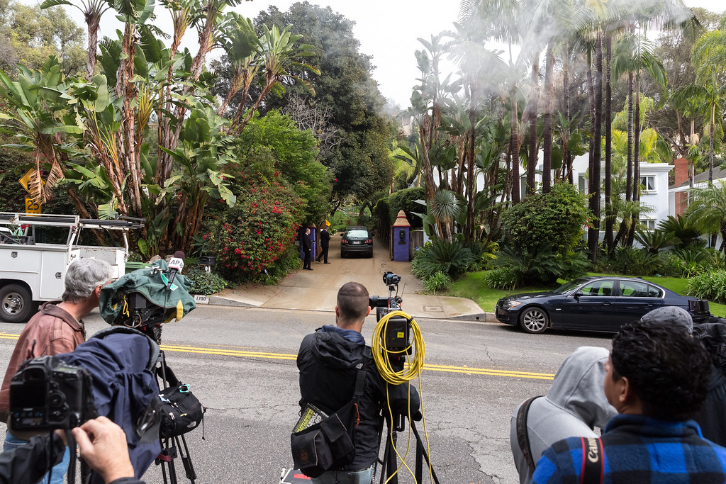 . BEVERLY HILLS, CA - JANUARY 05:  General view of guests arriveing for a private memorial at the former residence of actress Carrie Fisher January 5, 2017 in Beverly Hills, California.  Fisher, 60, died December 27, 2016 after suffering a medical emergency onboard a flight from London to Los Angeles December 23.  Debbie Reynolds, Fisher\'s mother, died December 28, 2016 of an apparent stroke.  It has been reported that a joint funeral service will be held at Forest Lawn Memorial Park in the coming days.  (Photo by Greg Doherty/Getty Images)