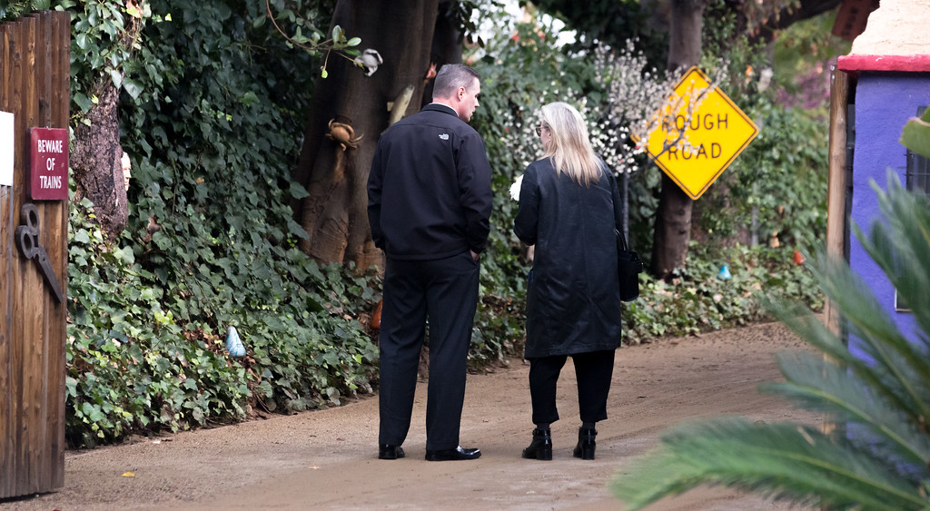 . BEVERLY HILLS, CA - JANUARY 05:  Meryl Streep arrives for a private memorial at the former residence of actress Carrie Fisher January 5, 2017 in Beverly Hills, California.  Fisher, 60, died December 27, 2016 after suffering a medical emergency onboard a flight from London to Los Angeles December 23.  Debbie Reynolds, Fisher\'s mother, died December 28, 2016 of an apparent stroke.  It has been reported that a joint funeral service will be held at Forest Lawn Memorial Park in the coming days.  (Photo by Greg Doherty/Getty Images)