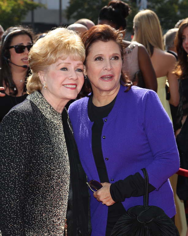 . LOS ANGELES, CA - SEPTEMBER 10:  Debbie Reynolds (L) and Carrie Fisher attends the 2011 Primetime Creative Arts Emmy Awards at Nokia Theatre on September 10, 2011 in Los Angeles, California.  (Photo by Noel Vasquez/Getty Images)