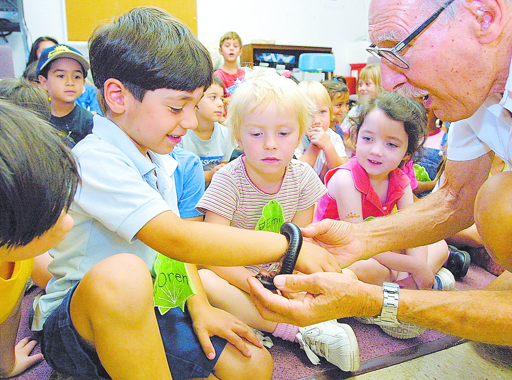 . Los Angeles Zoo docent George Fischbeck gives kids at the California State University, Northridge, Child and Family Center\'s Lab School a look at a large millipede. (2002 Los Angeles Daily News file photo)