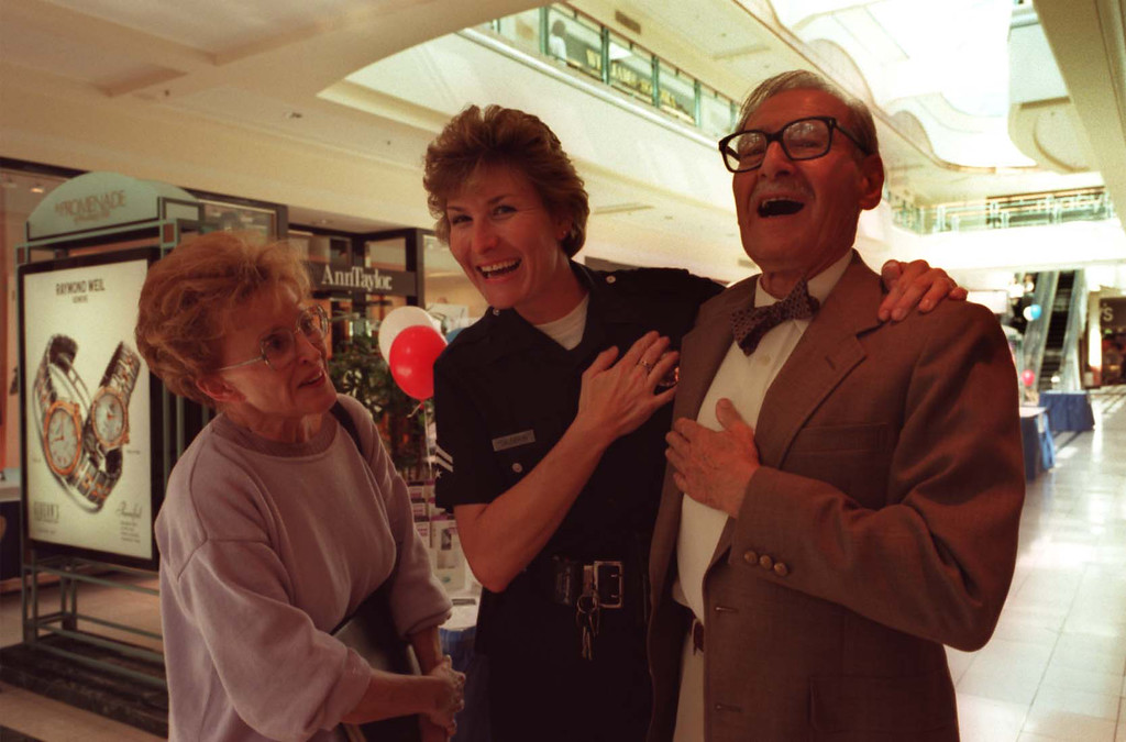 . Greg Doran of Mervyn\'s California, right, accepts an award at an event with George Fischbeck, Lillian Zacky and Adriana Persona. (1998 Los Angeles Daily News file photo)