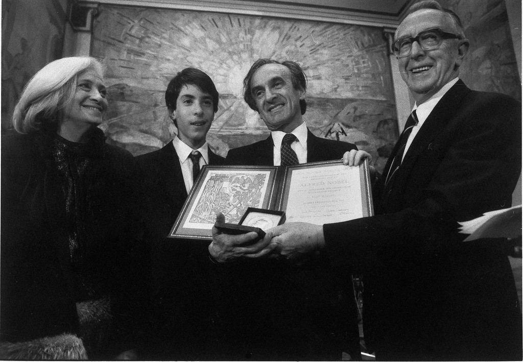 . Chairman of the Nobel Peace Prize Committee Egil Aarvik, right, with Peace Prize winner Elie Wiesel, his wife Marion and son Elisha after Wiesel received the award, Dec. 10, 1986.  (AP Photo/NTB/Bjoern Sigurdsoen)