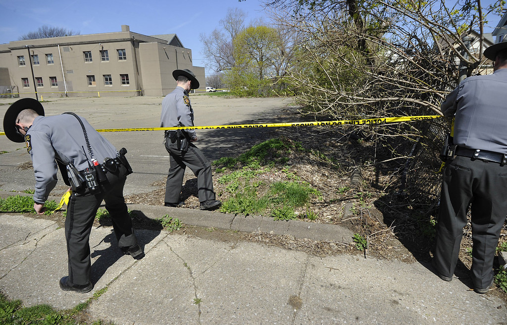 . Pennsylvania State Police cordon off a one-block radius area as they investigate the scene where Steve Stephens, the suspect in the random killing of a Cleveland retiree posted on Facebook,  was found shot dead Tuesday, April 18, 2017, in Erie. Pa. Acting on a tip, Pennsylvania State Police spotted Stephens, 37, in Erie County, in the state\'s northwest corner, and went after him. After a brief chase, he took his own life, authorities said.(Greg Wohlford/Erie Times-News via AP)