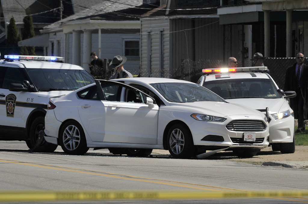 . Pennsylvania State Police investigate the scene where Steve Stephens, the suspect in the random killing of a Cleveland retiree posted on Facebook,  was found shot dead Tuesday, April 18, 2017, in Erie. Pa. Acting on a tip, Pennsylvania State Police spotted Stephens, 37, in Erie County, in the state\'s northwest corner, and went after him. After a brief chase, he took his own life, authorities said. (Greg Wohlford/Erie Times-News via AP)