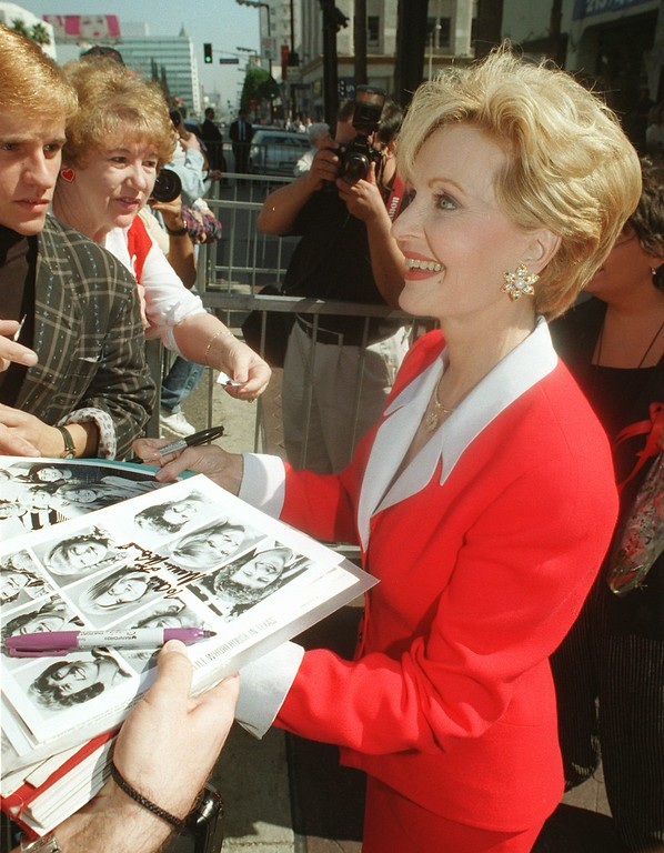 ". Actress Florence Henderson signs pictures of the cast of television\'s ""The Brady Bunch\"" for fans after receiving the 2,061st star on the Hollywood Walk of Fame, Wednesday, Feb. 14, 1996, in the Hollywood section of Los Angeles. Henderson, who also celebrated a birthday on Wednesday, is well known for her role as Carol Brady on \""The Brady Bunch.\"" (AP Photo/Chris Pizzello)"