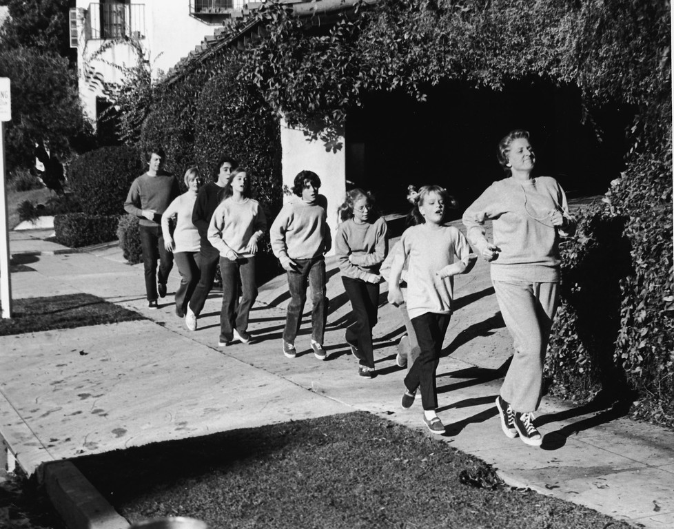 . Actor Ann B. Davis leads the Brady family in a rigorous jog in a still from the television series, \'The Brady Bunch,\' 1972. (L-R): Robert Reed, Florence Henderson, Barry Williams, Maureen McCormick, Christopher Knight, Eve Plumb, Susan Olsen and Davis. (Photo by Paramount Television/Courtesy of Getty Images)
