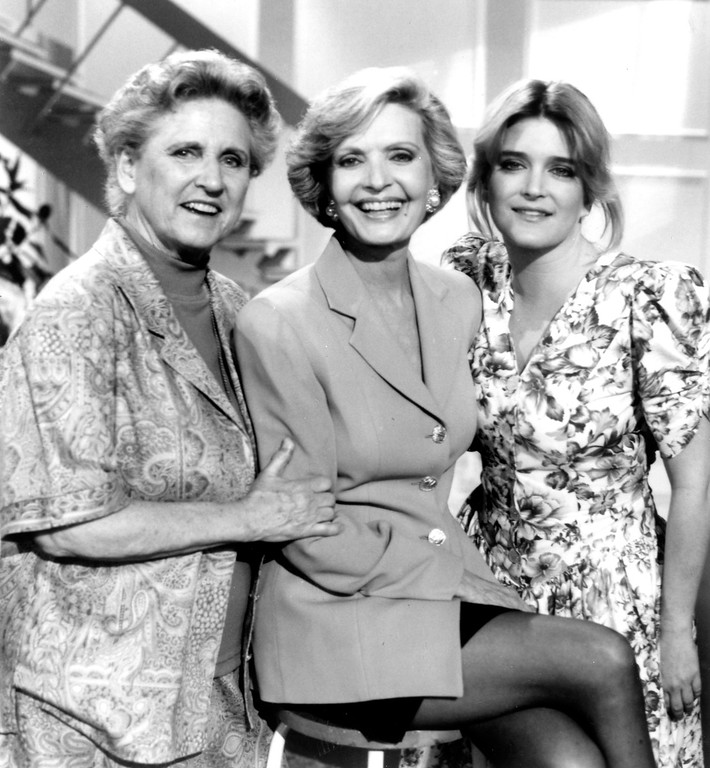 ". Ann B. Davis, left, Florence Henderson, center, and Susan Olsen.   1993   Henderson, the wholesome actress who went from Broadway star to television icon when she became Carol Brady, the ever-cheerful mom residing over ""The Brady Bunch,\"" has died at age 82. She died surrounded by family and friends, her manager, Kayla Pressman, said in a statement late Thursday, Nov. 24, 2016. (Los Angeles Daily News file photo)"