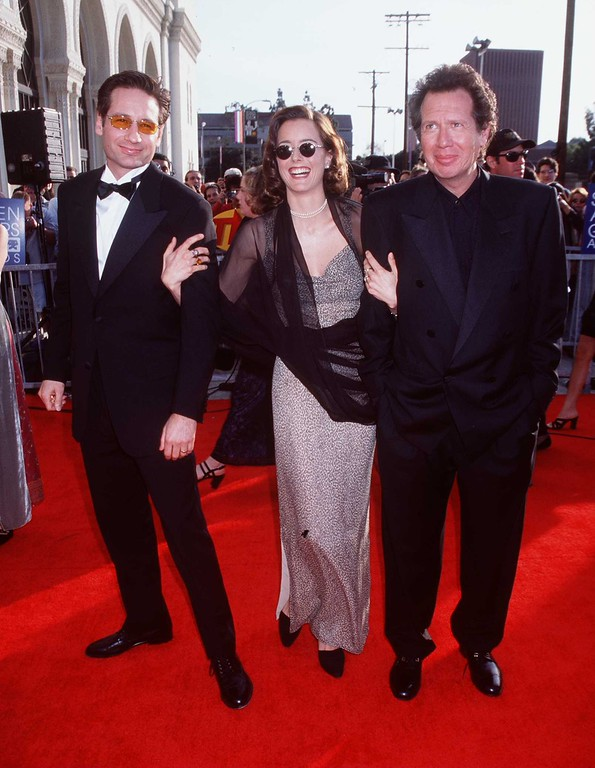 . 3/8/98 Los Angeles, CA. David Duchovny, Tea Leoni and Garry Shandling at the 4th Annual Screen Actors Guild Awards. (Getty Images)