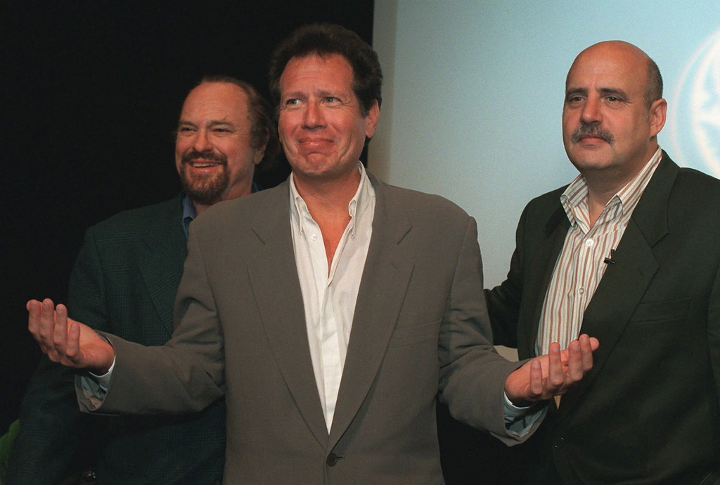 ". Comedian Garry Shandling, center, acknowledges the audience during a photo session following the showing of the final epiosode of his ""The Larry Sanders Show\"" at the HBO screening room in New York, Wednesday, May 27, 1998.  With Shandling are co-stars Rip Torn, left,, and Jeffrey Tambor as his show comes to a close after six seasons on the cable channel.     (AP Photo/Marty Lederhandler)"