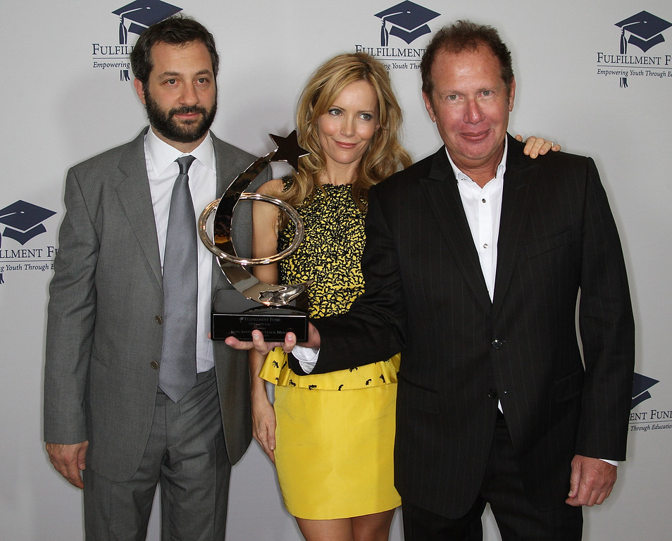 . (L-R) Actor Judd Apatow, actress Leslie Mann and comedian Garry Shandling attend the Fulfillment Fund\'s annual STARS 2009 benefit gala at the Beverly Hills Hotel on October 26, 2009 in Beverly Hills, California.  (Photo by Frederick M. Brown/Getty Images)
