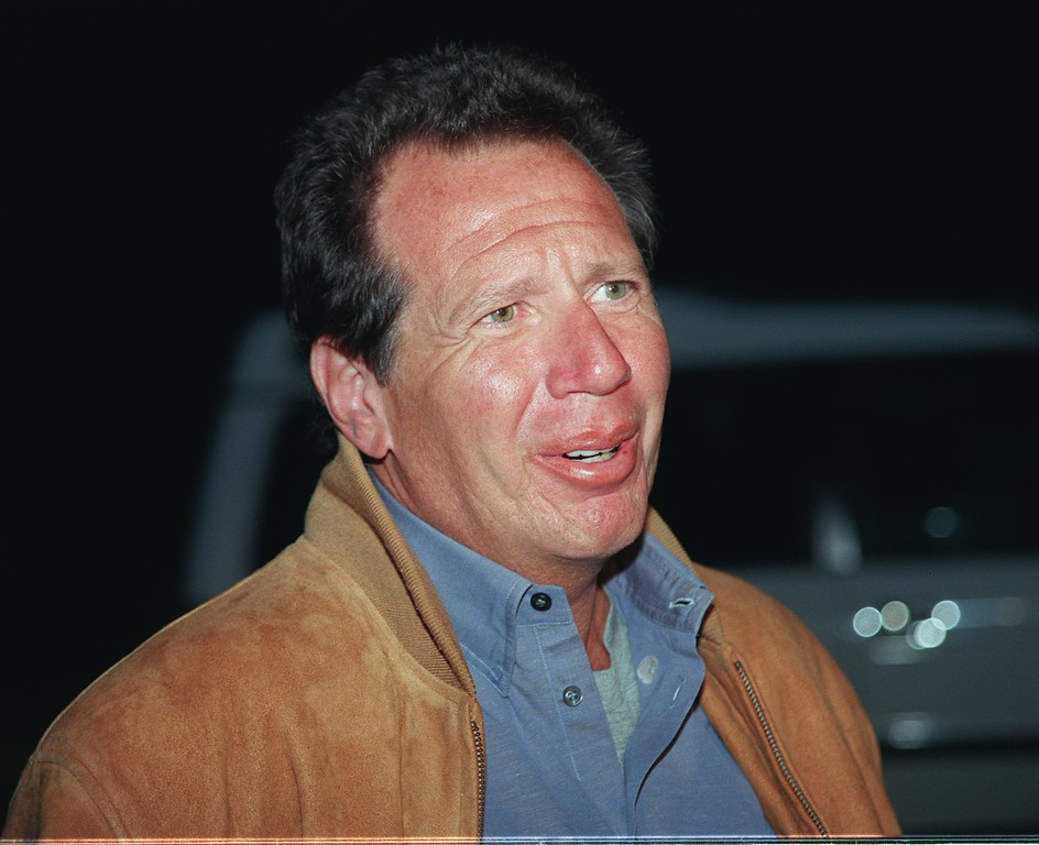 . Garry Shandling attends a performance by Eric Idle, May 5, 2000 at the Universal Amphitheater in Universal City, CA. (Photo By Jason Kirk/Online USA)