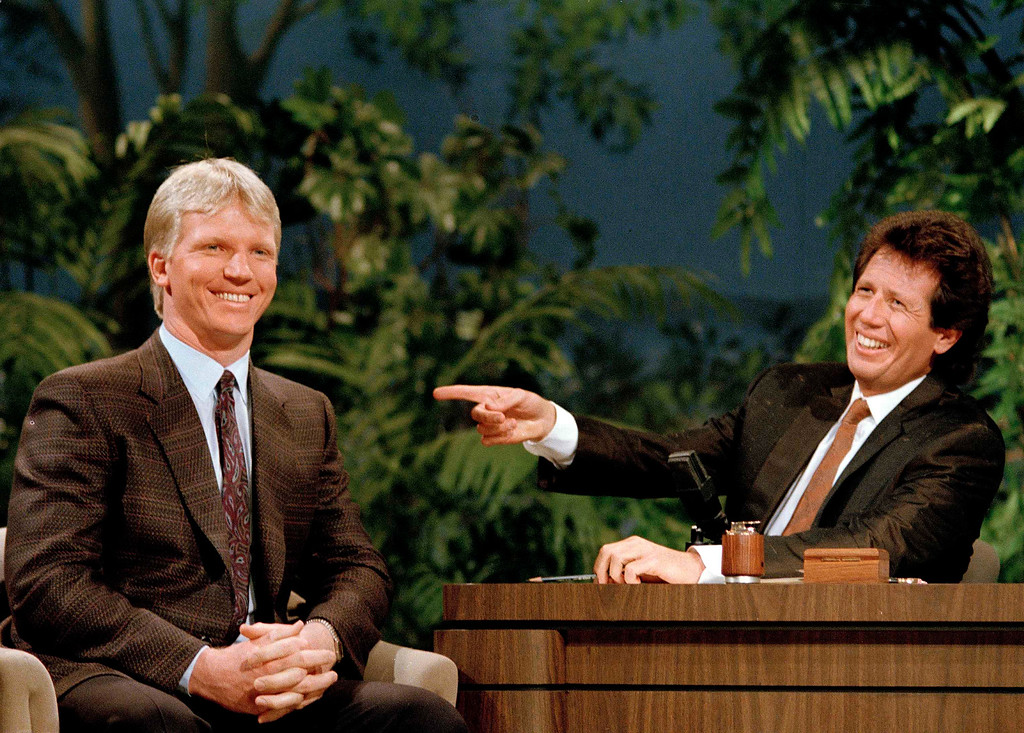 """. New York Giants quarterback Phil Simms (11), who led the team to the 1987 Super Bowl XXI victory over the Denver Broncos, is the talk of \""""The Tonight Show\"""" as he and guest-host Garry Shandling share a laugh in Burbank, Calif., Jan. 29, 1987.  (AP Photo/Bob Galbraith)"""