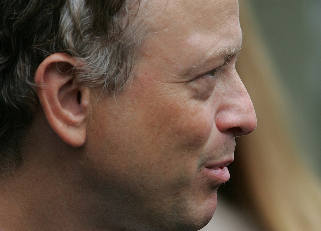 . Actor Gary Sinise after a meeting with organizations that support the U.S. military in Iraq and Afghanistan Monday, June 26, 2006 in the Roosevelt Room of the White House in Washington.    (AP Photo/Ron Edmonds)