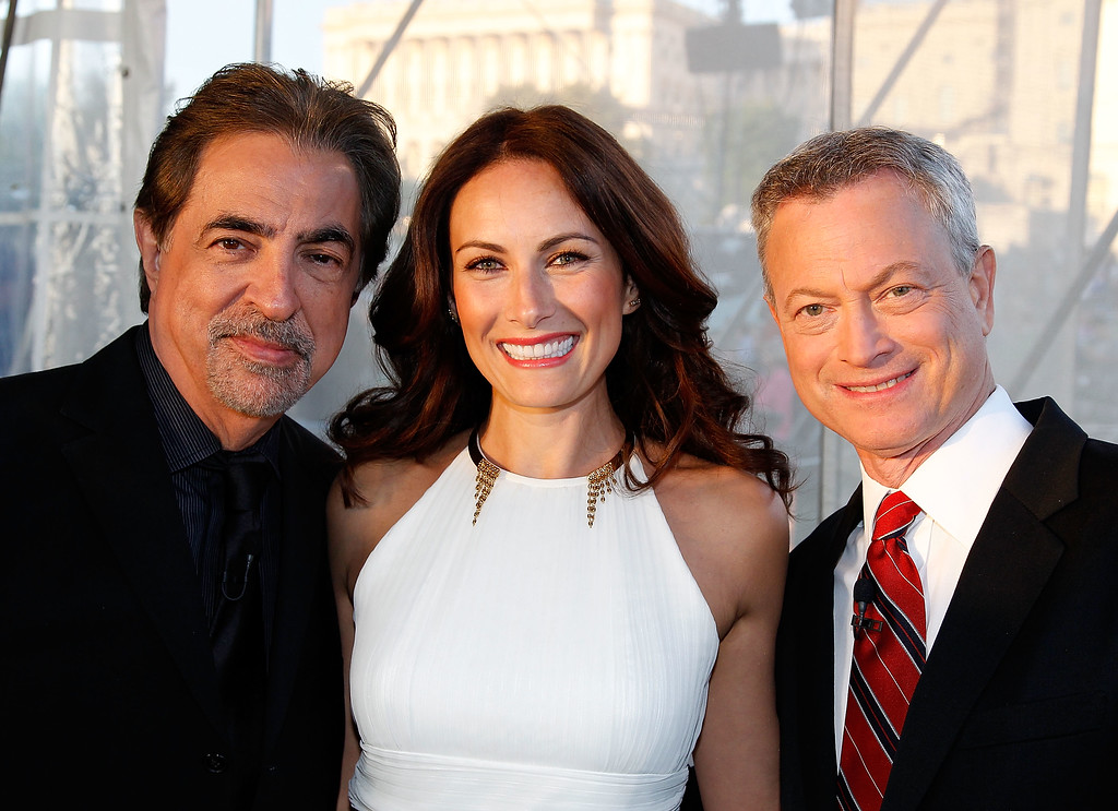 . WASHINGTON, DC - MAY 23:  Actors and co-hosts Joe Mantegna (L) and Gary Sinise (R) pose for a photo with actress Laura Benanti at the 26th National Memorial Day Concert Rehearsals on May 23, 2015 in Washington, DC.  (Photo by Paul Morigi/Getty Images for Capitol Concerts)