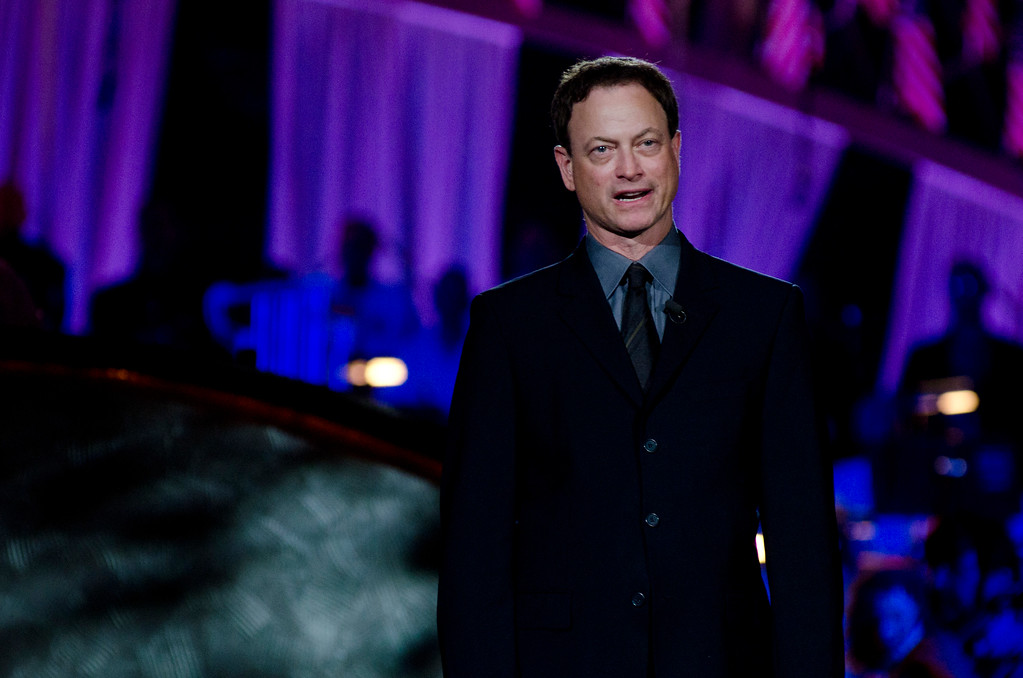 . WASHINGTON, DC - MAY 28: Gary Sinise speaks during the 2011 National Memorial Day Concert rehearsal at U.S. Capitol, West Lawn on May 28, 2011 in Washington, DC. (Photo by Kris Connor/Getty Images)
