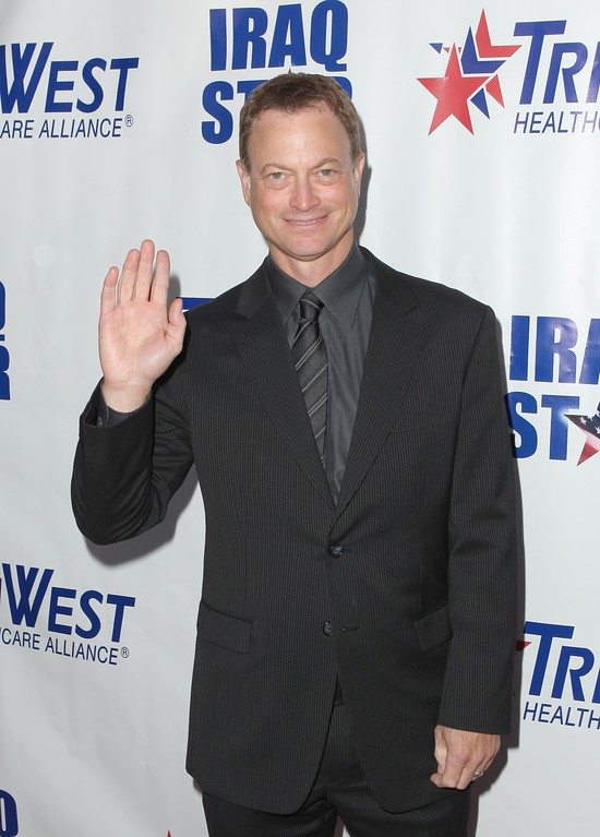 """. UNIVERSAL CITY, CA - OCTOBER 04:  Actor Gary Sinise arrives at \""""A Night Of Honour\"""" Hosted By Dr. Phil McGraw at the Universal Hilton Hotel on October 4, 2009 in Universal City, California.  (Photo by Mark Davis/Getty Images)"""