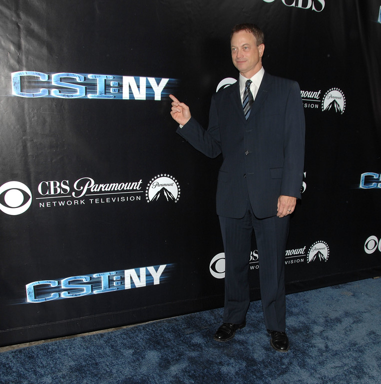 ". LOS ANGELES, CA - NOVEMBER 01:  Actor Gary Sinise attends the ""CSI: NY\"" celebration of its 100th episode at The Edison on November 1, 2008 in Los Angeles, California.  (Photo by Stephen Shugerman/Getty Images)"