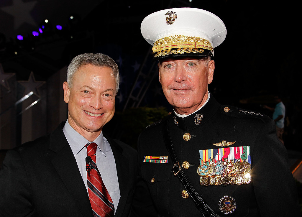 . WASHINGTON, DC - MAY 29:  Actor Gary Sinise (L) and General John M. Paxton, Jr., Assistant Commandant of the Marine Corps, pose for a photo backstage at the 27th National Memorial Day Concert on May 29, 2016 in Washington, DC.  (Photo by Paul Morigi/Getty Images for Capitol Concerts)