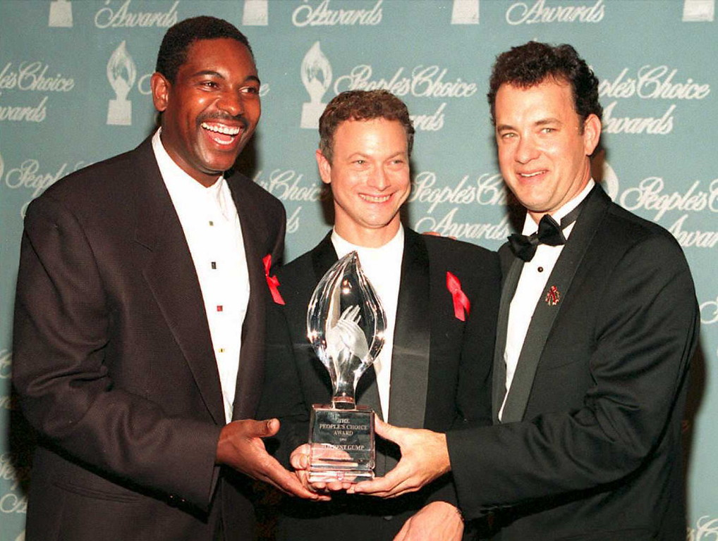 """. Cast members from the movie \""""Forrest Gump\"""" pose with the award they won during the 21st Annual People\'s Choice Awards at Universal City Studios 05 March. From left are Mykelti Williamson, Gary Sinise, and Tom Hanks. Hanks won as best actor in a drama, and the film itself won as best drama and best movie. (Vince Bucci/AFP/Getty Images)"""