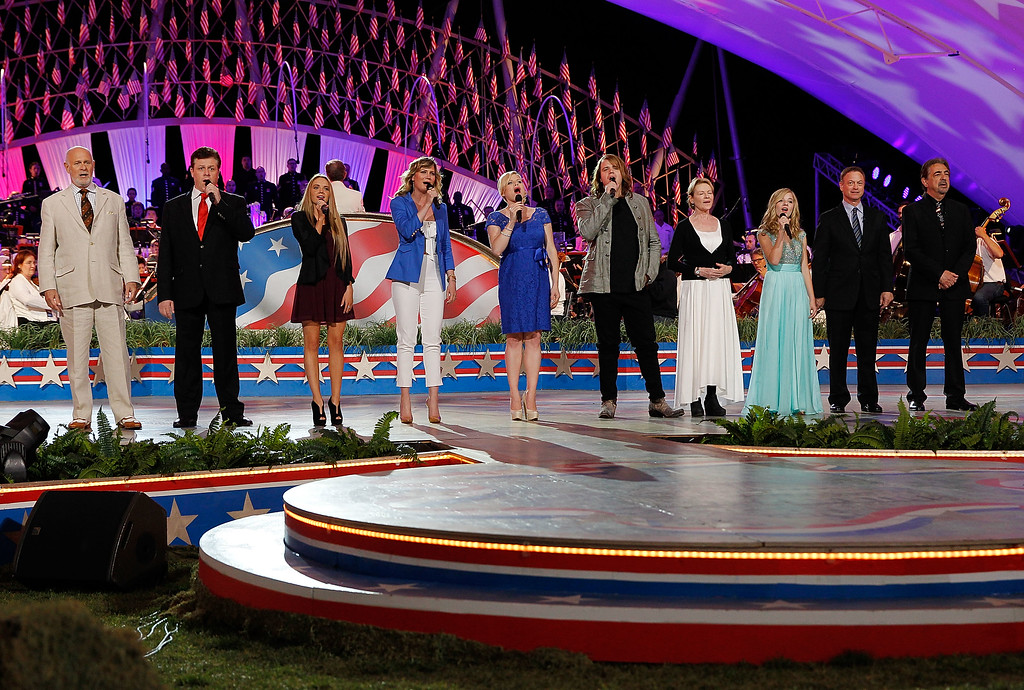 . WASHINGTON, DC - MAY 24:  (L to R) Gerald McRaney, Anthony Kearns, Danielle Bradbery, Jennifer Nettles, Caleb Johnson, Dianne Wiest, Jackie Evancho, Gary Sinise and Joe Mantegna perform at the show finale at the 25th National Memorial Day Concert rehearsals at U.S. Capitol West Lawn on May 24, 2014 in Washington, DC.  (Photo by Paul Morigi/Getty Images for Capitol Concerts)