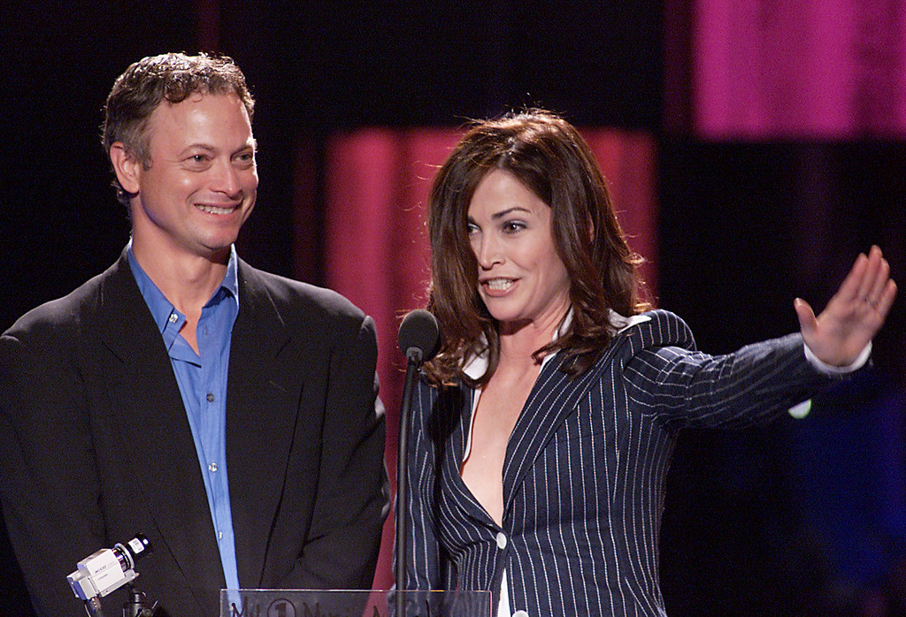 . Actor Gary Sinise and actress Kim Delaney present at the My VH1 Music Awards 2001 held at the Shrine Auditorium in Los Angeles, CA., Sunday, Dec. 2, 2001.  Photo by Kevin Winter/Getty Images