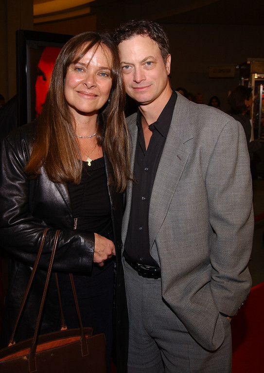 """. 400076 09:  Actor Gary Sinese arrives with his wife Moira Harris at the premiere of John Malkovich\'s directorial debut \""""The Dancer Upstairs\"""" January 24, 2002 in Los Angeles, CA.  (Photo by Sebastian Artz/Getty Images)"""