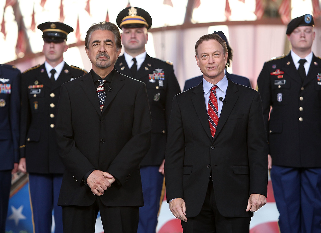 . WASHINGTON, DC - MAY 25:  Hosts Joe Mantegna (L) and Gary Sinise (R) onstage at the 25th National Memorial Day Concert at the U.S. Capitol, West Lawn on May 25, 2014 in Washington, DC.  (Photo by Paul Morigi/Getty Images for Capitol Concerts)
