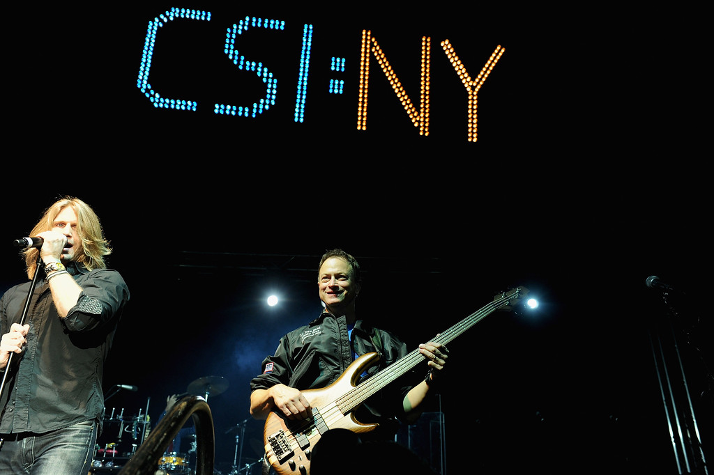 """. STUDIO CITY, CA - OCTOBER 29:  Singer Jeff Vezain, actor Gary Sinise & the Lt. Dan Band perform at the 6th annual \""""CSI: NY\"""" mid-season bash on October 29, 2010 in Studio City, California.  (Photo by Alberto E. Rodriguez/Getty Images)"""