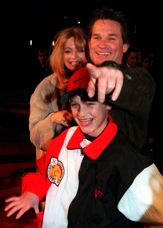 """. Actors Kurt Russell and Goldie Hawn arrive with their son, Wyatt, at the premiere of the new comedy film \""""200 Cigarettes,\"""" Wednesday, Feb. 10, 1999, at Paramount Pictures in the Hollywood section of Los Angeles.  (AP Photo/Chris Pizzello)"""