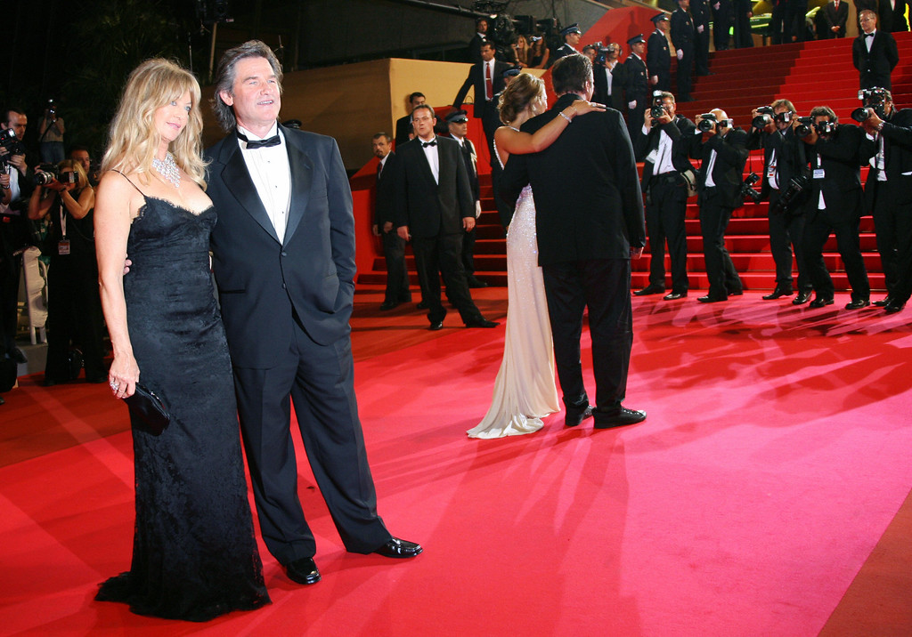 . Cannes, FRANCE: US actors Goldie Hawn and Kurt Russell pose 22 May 2007 next to US director Quentin Tarantino and New Zealander actress Zoe Bell upon arriving at the Festival Palace in Cannes, southern France, for the screening of US director Quentin Tarantino\'s film \'Death Proof\' at the 60th edition of the Cannes Film Festival. (ANNE-CHRISTINE POUJOULAT/AFP/Getty Images)