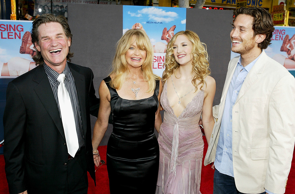 """. HOLLYWOOD - MAY 26:  Actor Kurt Russell, his partner, actress Goldie Hawn, and her children, actress Kate Hudson and actor Oliver Hudson, attend the film premiere of the romantic comedy \""""Raising Helen\"""" on May 26, 2004 at the El Capitan Theatre, in Hollywood, California. (Photo by Vince Bucci/Getty Images)"""