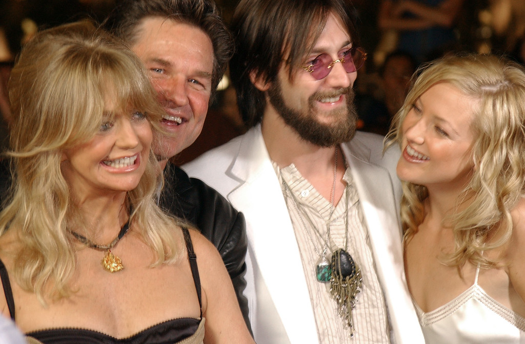 """. Goldie Hawn, Kurt Russell, Chris Robinson, and Kate Hudson, left to right, pose for photographers on the red carpet during the premiere for \""""The Banger Sisters,\"""" Thursday, Sept. 19, 2002 in Los Angeles.   (AP Photo/Rene Macura)"""