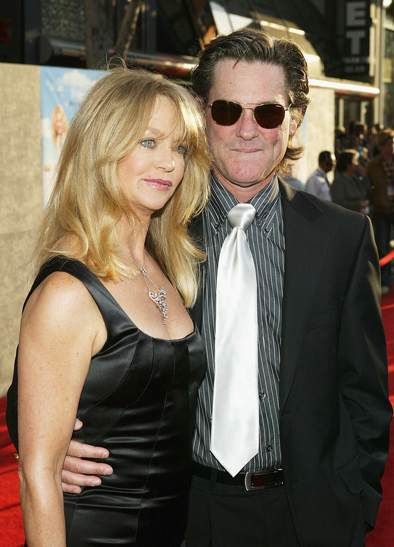 """. HOLLYWOOD - MAY 26:  Actress Goldie Hawn and her partner, actor Kurt Russell, attend the film premiere of the romantic comedy \""""Raising Helen\"""" on May 26, 2004 at the El Capitan Theatre, in Hollywood, California. (Photo by Vince Bucci/Getty Images)"""
