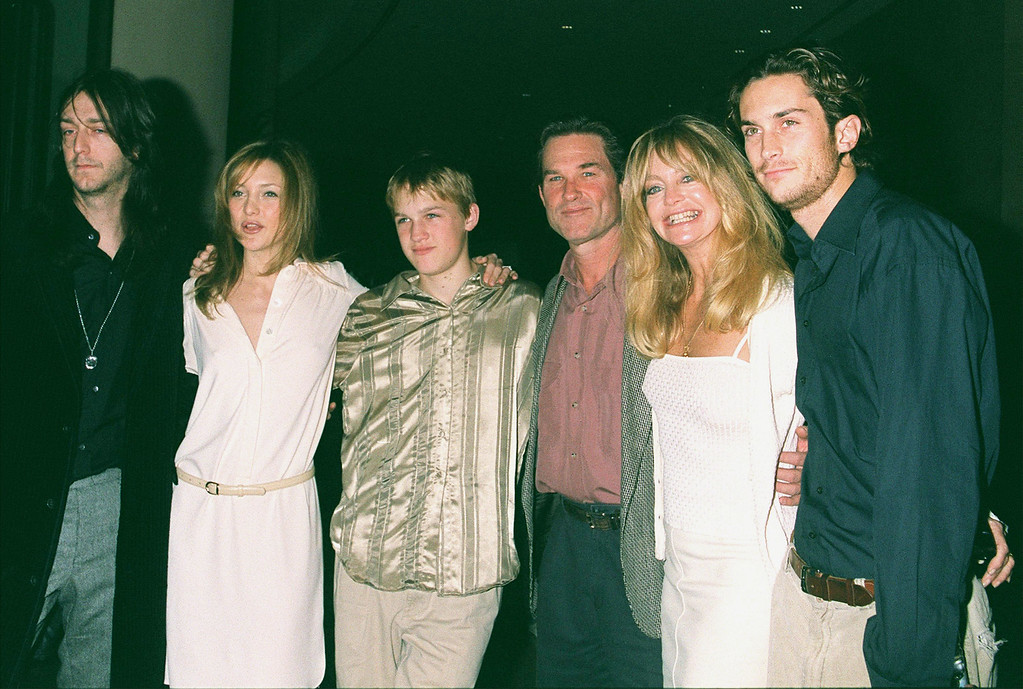 . Goldie Hawn and family attend the 60th Annual Golden Apple Awards December 10, 2000 in Beverly Hills, CA. From left to right: Chris Robinson (Kate\'s boyfriend), Kate Hudson, Wyatt, Kurt Russell, Goldie Hawn and Oliver Hudson. Hudson will reportedly marry Chris Robinson at the stroke of midnight on December 31, 2000. (Photo by Newsmakers)