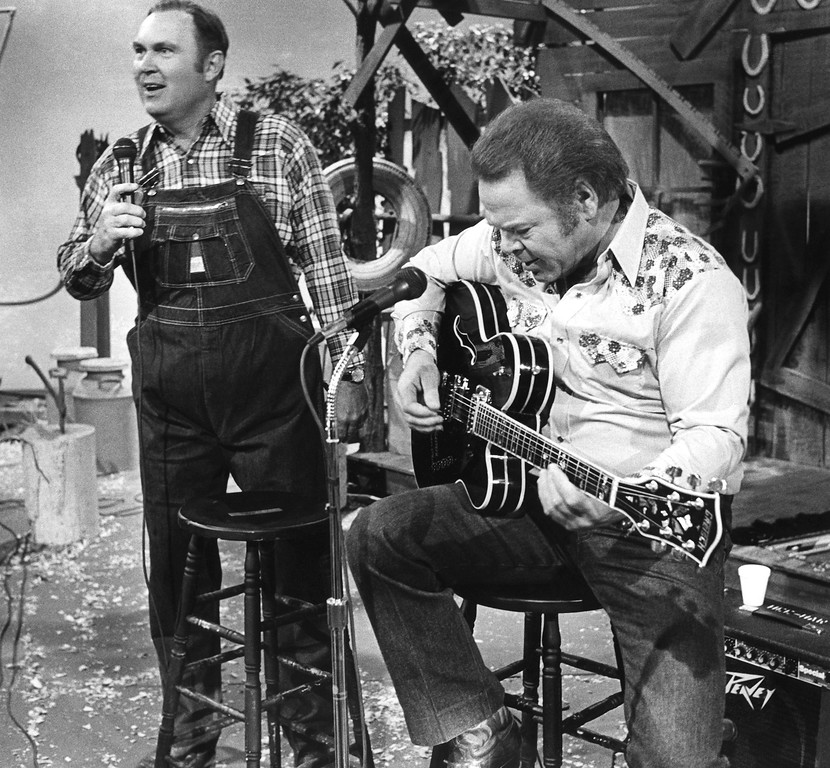". NBC ""Today Show\"" weatherman Willard Scott., left, makes his singing debut on the television show \""Hee Haw\"" with country star Roy Clark during taping of the show in Nashville, Oct. 18, 1982. (AP Photo/Mark Humphrey)"