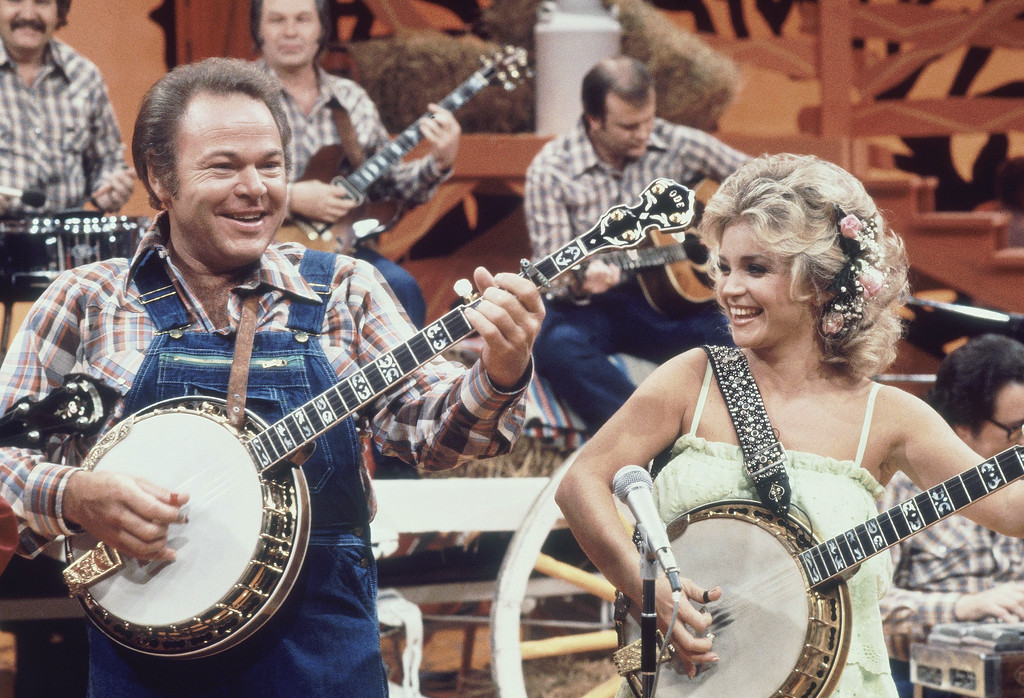 ". Country-western music stars Roy Clark and Barbara Mandrell perform together during the taping of a portion of a recent ""Hee Haw\"" show in Nashville, 1978. (AP Photo)"